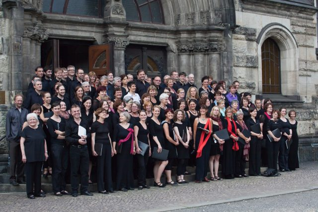Aufstellung der Friedenskantorei Leipzig vor der Michaeliskirche