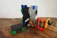 Lego: Eingangstür bei der Figuren hineingehen