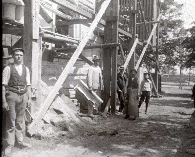 Bauarbeiter beim Bau der Michaeliskirche